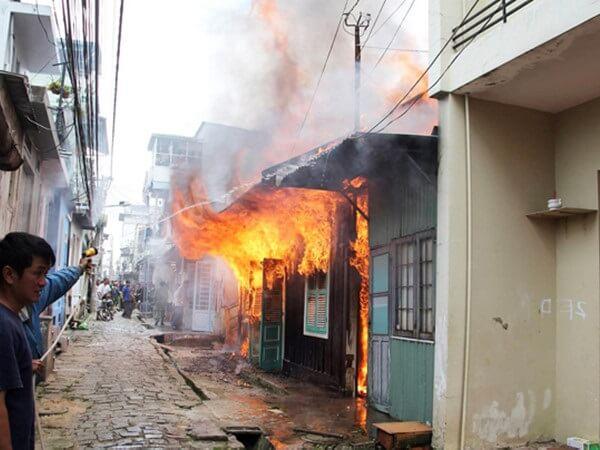 """Cháy nhà """"chuồng cọp"""" 2 người thiệt mạng"""